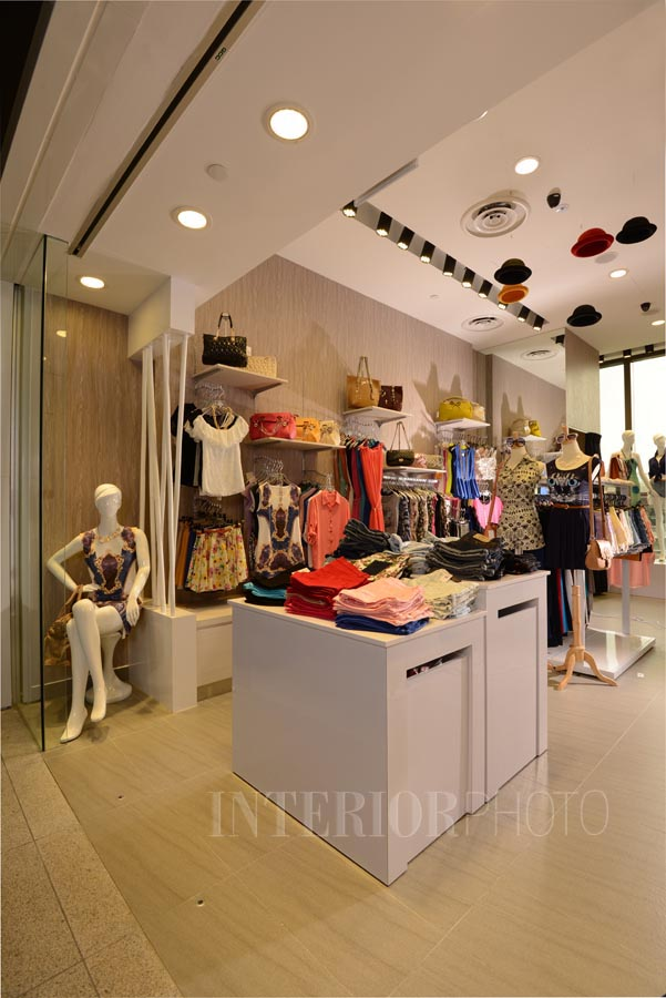 Boutique design the dxe interiorphoto professional for Boutique interior designs